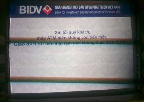 """Hàng loạt máy ATM """"lăn ra ốm"""" dịp cận Tết - hình ảnh 2"""