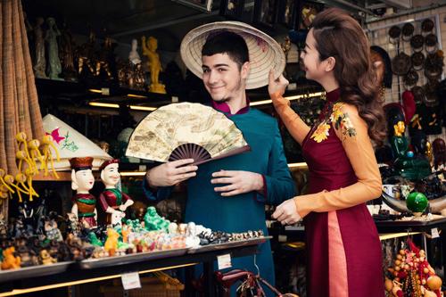 Jennifer Phạm và bạn nhảy Tây tình tứ đi sắm Tết - hình ảnh 10