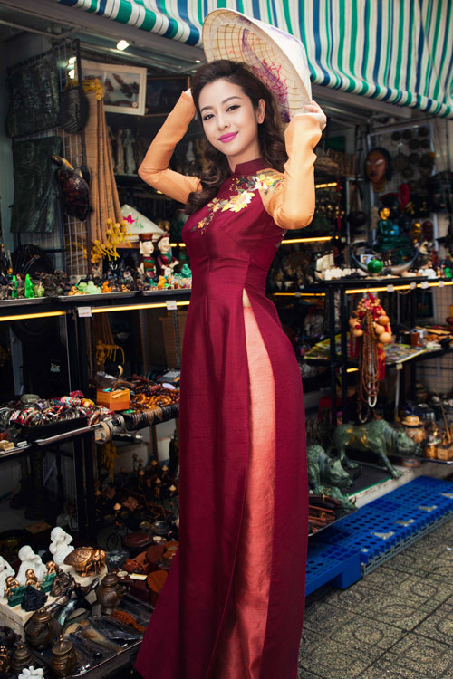 Jennifer Phạm và bạn nhảy Tây tình tứ đi sắm Tết - hình ảnh 11