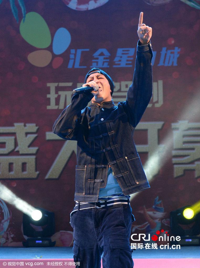 Hàng ngàn fan chen lấn xem Trần Quán Hy biểu diễn - hình ảnh 5