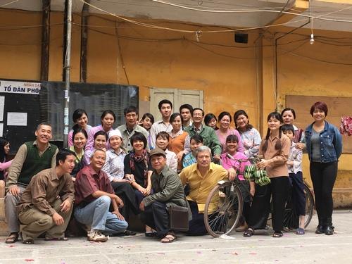 MC Quang Minh xắn quần tắm cho heo giữa chung cư - hình ảnh 8