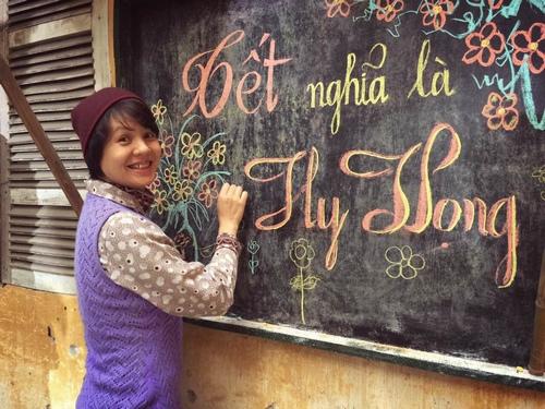 MC Quang Minh xắn quần tắm cho heo giữa chung cư - hình ảnh 5