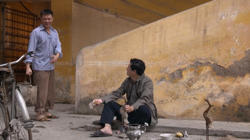 MC Quang Minh xắn quần tắm cho heo giữa chung cư - hình ảnh 12