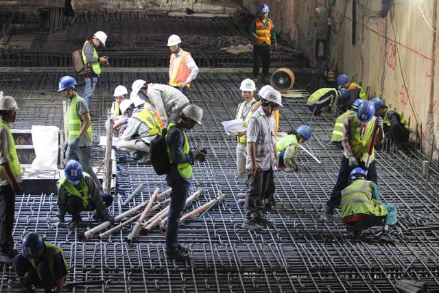 Cần mẫn trên công trường metro dưới lòng đất ngày cuối năm - hình ảnh 10