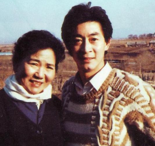Hé lộ ảnh thời trẻ của 'Ngộ Không' Lục Tiểu Linh Đồng - hình ảnh 13