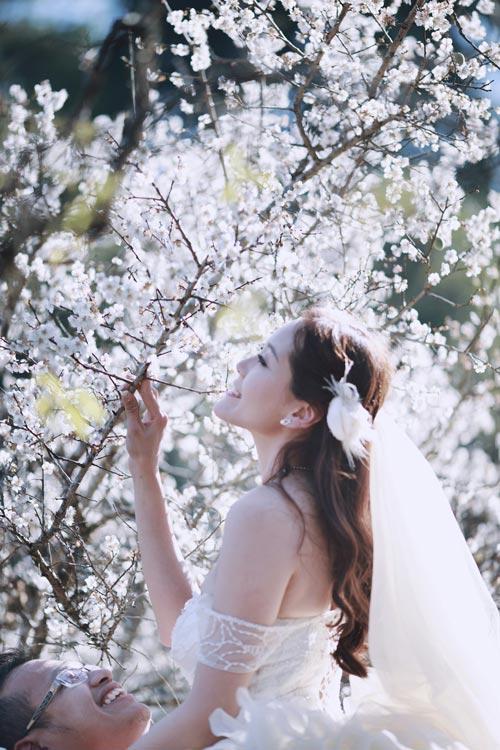 Cặp đôi Hà thành lãng mạn giữa rừng hoa mận trắng muốt - hình ảnh 11