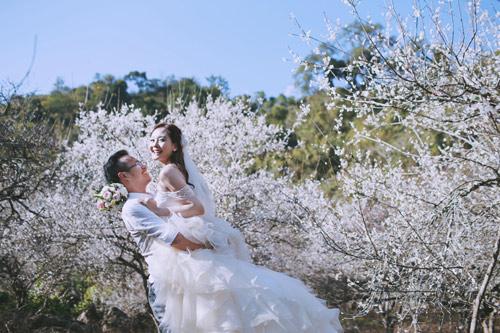 Cặp đôi Hà thành lãng mạn giữa rừng hoa mận trắng muốt - hình ảnh 7