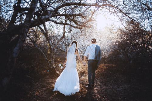 Cặp đôi Hà thành lãng mạn giữa rừng hoa mận trắng muốt - hình ảnh 6