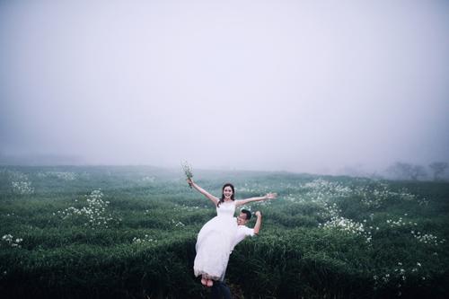 Cặp đôi Hà thành lãng mạn giữa rừng hoa mận trắng muốt - hình ảnh 9