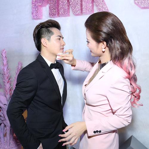 Đông Nhi mặn nồng bên bạn trai như cặp đôi mới cưới - hình ảnh 4