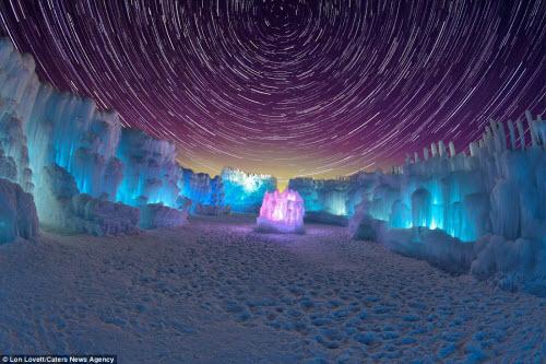 Lâu đài băng khổng lồ đẹp như trong truyện cổ tích - hình ảnh 3