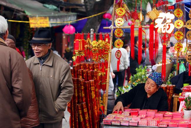 Ảnh: Sắc màu chợ hoa xuân phố cổ ngày cận Tết - hình ảnh 11