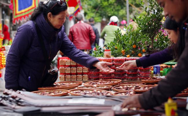 Ảnh: Sắc màu chợ hoa xuân phố cổ ngày cận Tết - hình ảnh 12