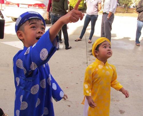 'Cục cưng' nhà sao Việt đáng yêu với áo dài, khăn xếp - hình ảnh 10