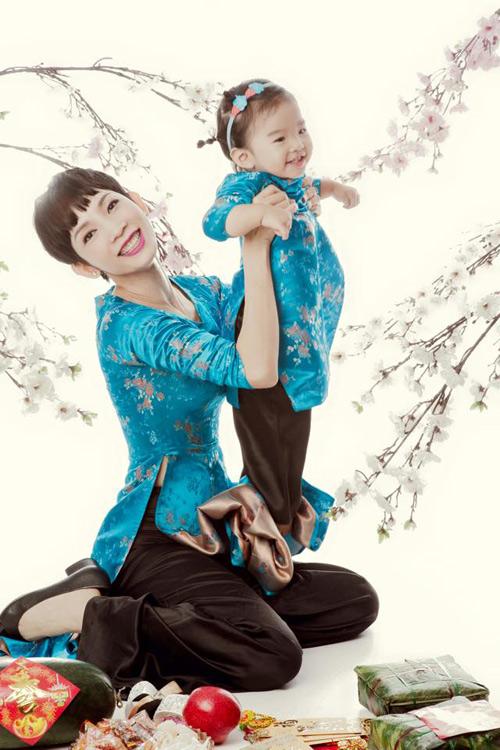 'Cục cưng' nhà sao Việt đáng yêu với áo dài, khăn xếp - hình ảnh 7