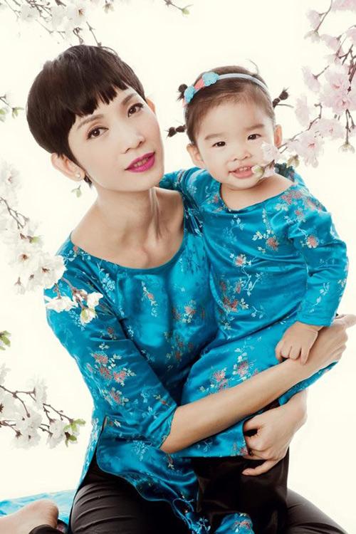 'Cục cưng' nhà sao Việt đáng yêu với áo dài, khăn xếp - hình ảnh 8