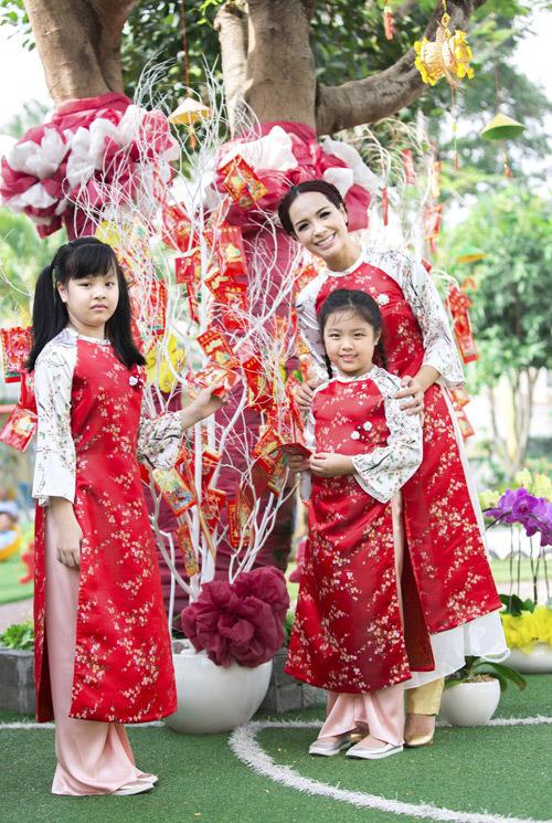 'Cục cưng' nhà sao Việt đáng yêu với áo dài, khăn xếp - hình ảnh 12