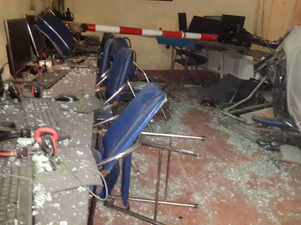 HN: Ô tô lao vào quán internet, 4 người bị thương - hình ảnh 3