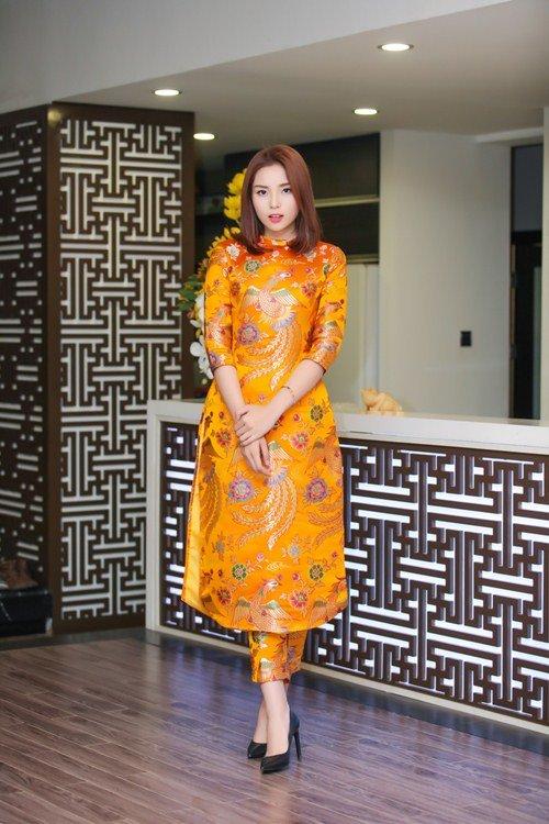 Hoa hậu Kỳ Duyên xuống tóc rộn ràng đón năm mới - hình ảnh 1