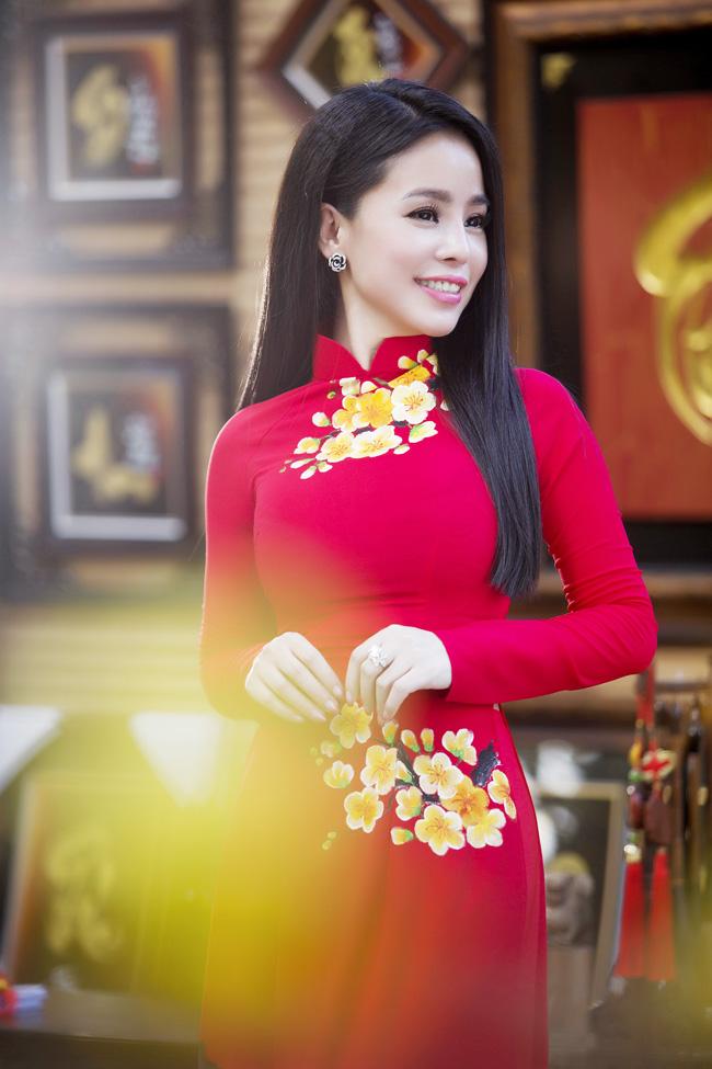 Nữ thạc sỹ xinh đẹp rạng rỡ khoe sắc xuân - hình ảnh 1
