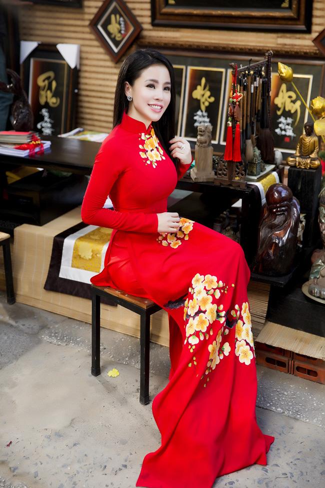 Nữ thạc sỹ xinh đẹp rạng rỡ khoe sắc xuân - hình ảnh 4