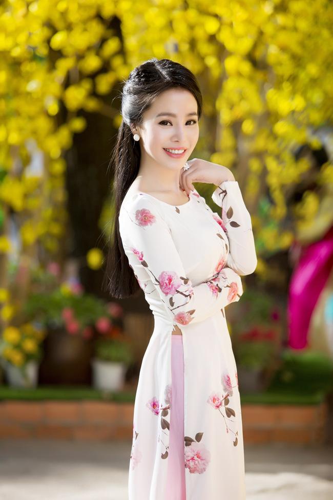 Nữ thạc sỹ xinh đẹp rạng rỡ khoe sắc xuân - hình ảnh 8