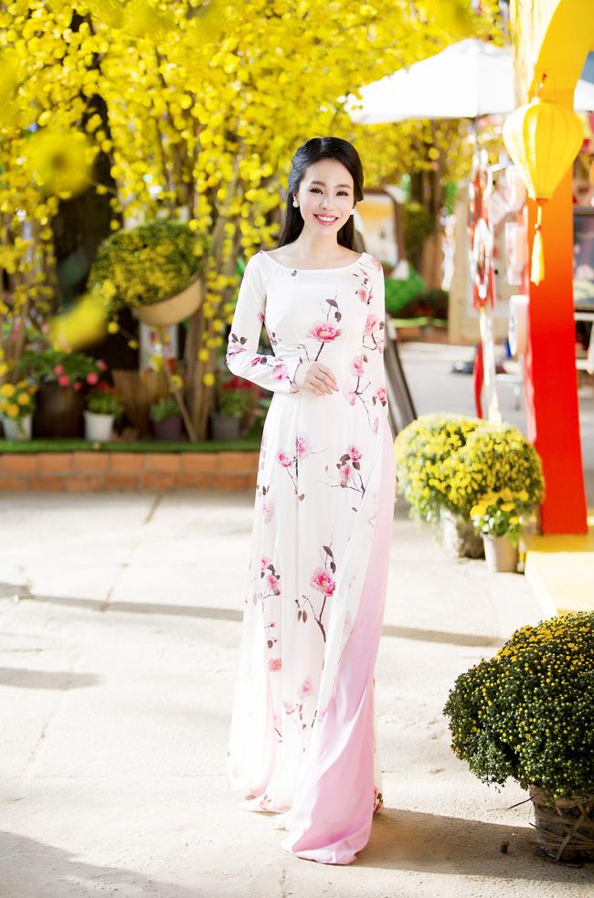 Nữ thạc sỹ xinh đẹp rạng rỡ khoe sắc xuân - hình ảnh 9