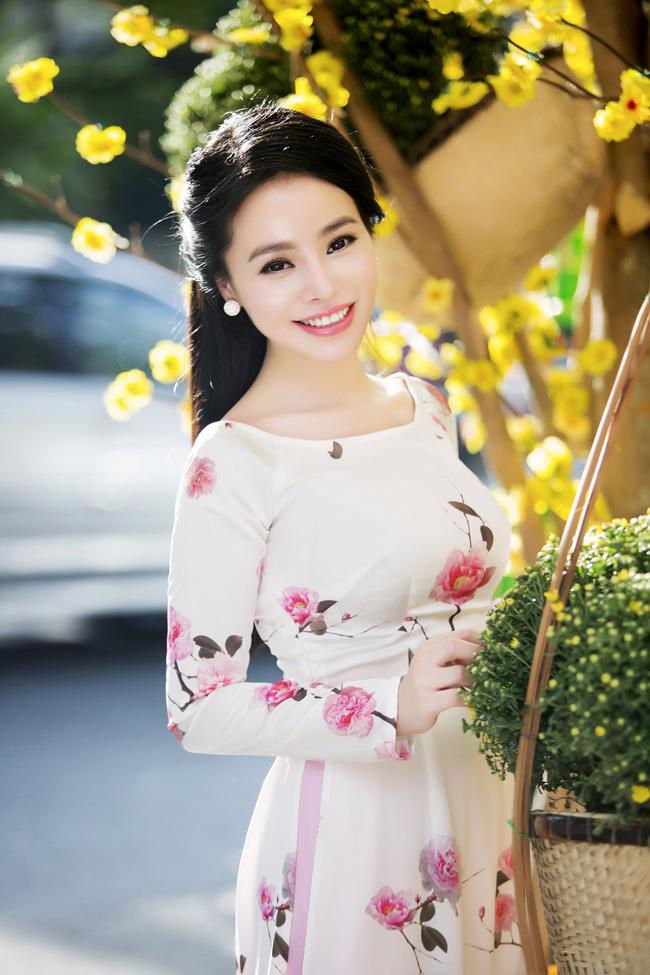 Nữ thạc sỹ xinh đẹp rạng rỡ khoe sắc xuân - hình ảnh 10