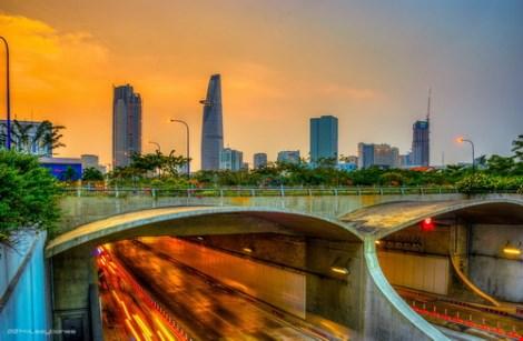 Cấm đứng trên nóc hầm Thủ Thiêm, cầu Sài Gòn xem pháo hoa - hình ảnh 1