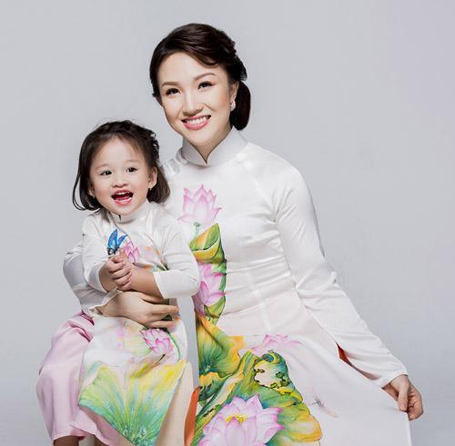 Con gái thiên thần ngọt ngào hôn bố Phan Đinh Tùng - hình ảnh 6