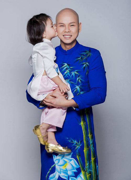 Con gái thiên thần ngọt ngào hôn bố Phan Đinh Tùng - hình ảnh 4