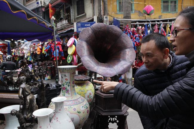 Độc đáo phiên chợ đồ cổ duy trong năm ở Hà Nội - hình ảnh 6