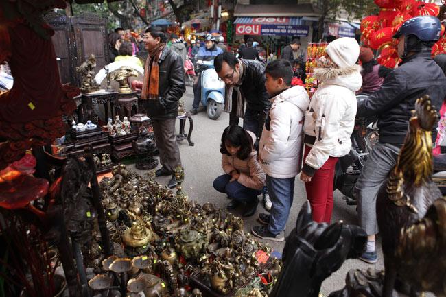 Độc đáo phiên chợ đồ cổ duy trong năm ở Hà Nội - hình ảnh 5