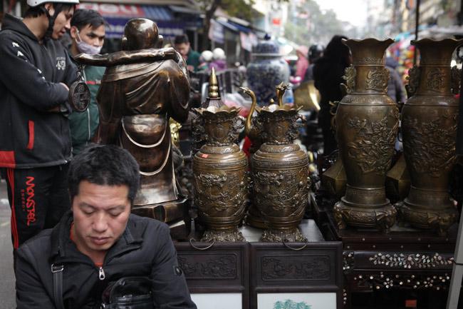Độc đáo phiên chợ đồ cổ duy trong năm ở Hà Nội - hình ảnh 7