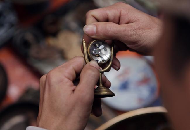 Độc đáo phiên chợ đồ cổ duy trong năm ở Hà Nội - hình ảnh 8