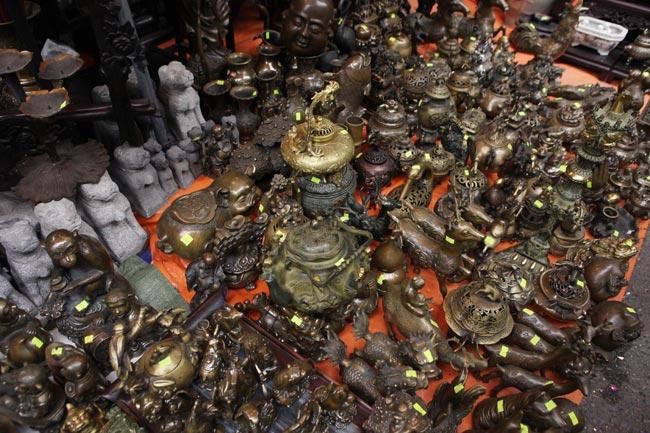 Độc đáo phiên chợ đồ cổ duy trong năm ở Hà Nội - hình ảnh 11
