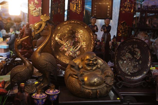 Độc đáo phiên chợ đồ cổ duy trong năm ở Hà Nội - hình ảnh 12