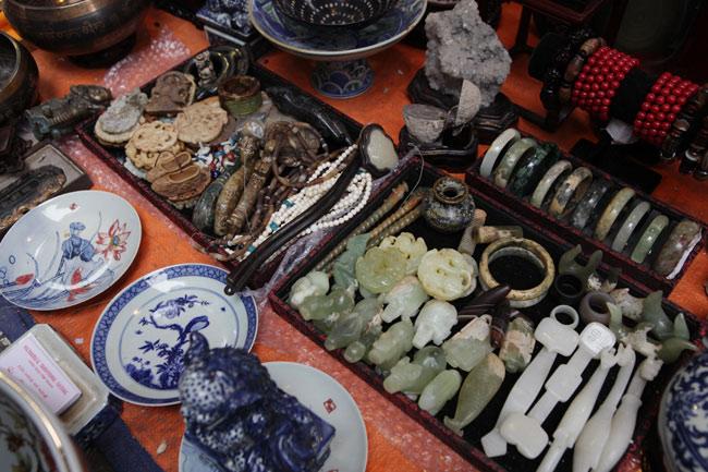Độc đáo phiên chợ đồ cổ duy trong năm ở Hà Nội - hình ảnh 15