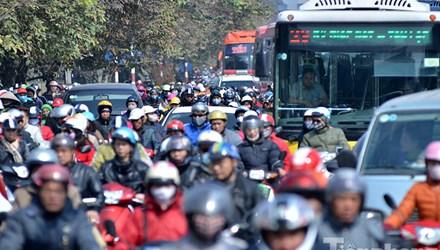 HN: Ùn tắc kinh hoàng trên đường Giải Phóng ngày 28 Tết - hình ảnh 1