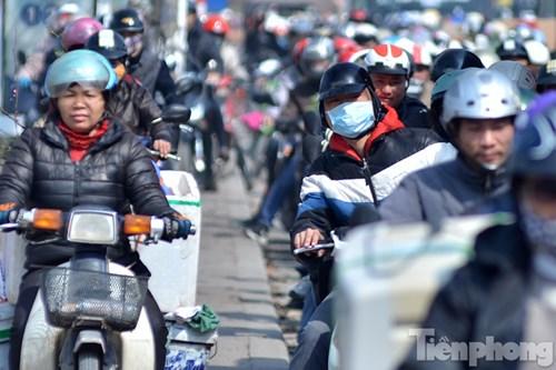 HN: Ùn tắc kinh hoàng trên đường Giải Phóng ngày 28 Tết - hình ảnh 11