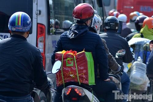 HN: Ùn tắc kinh hoàng trên đường Giải Phóng ngày 28 Tết - hình ảnh 12