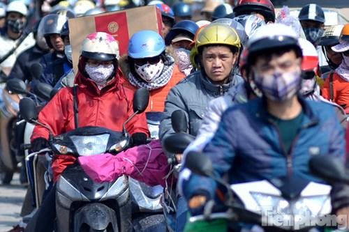 HN: Ùn tắc kinh hoàng trên đường Giải Phóng ngày 28 Tết - hình ảnh 13