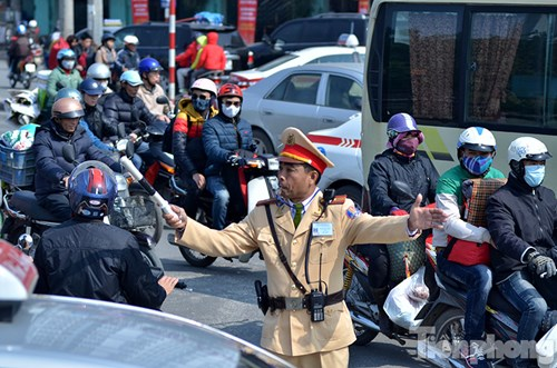 HN: Ùn tắc kinh hoàng trên đường Giải Phóng ngày 28 Tết - hình ảnh 14