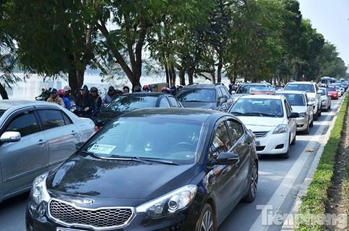 HN: Ùn tắc kinh hoàng trên đường Giải Phóng ngày 28 Tết - hình ảnh 15