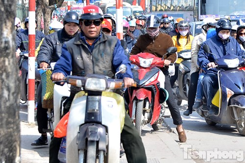 HN: Ùn tắc kinh hoàng trên đường Giải Phóng ngày 28 Tết - hình ảnh 9