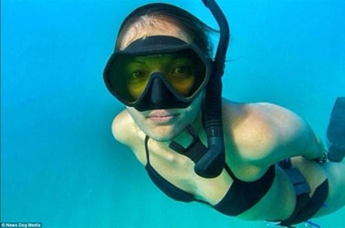 Nữ ngư dân quyến rũ giết bạch tuộc bằng răng - hình ảnh 13