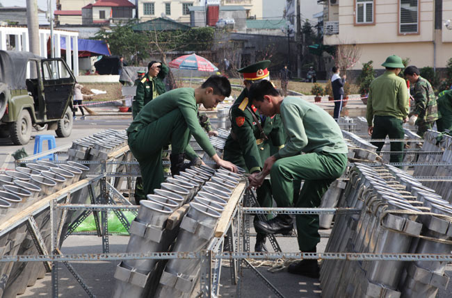 HN: Trận địa pháo hoa được bảo vệ nghiêm ngặt trước giờ G - hình ảnh 9