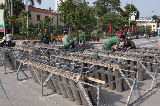 HN: Trận địa pháo hoa được bảo vệ nghiêm ngặt trước giờ G - hình ảnh 8