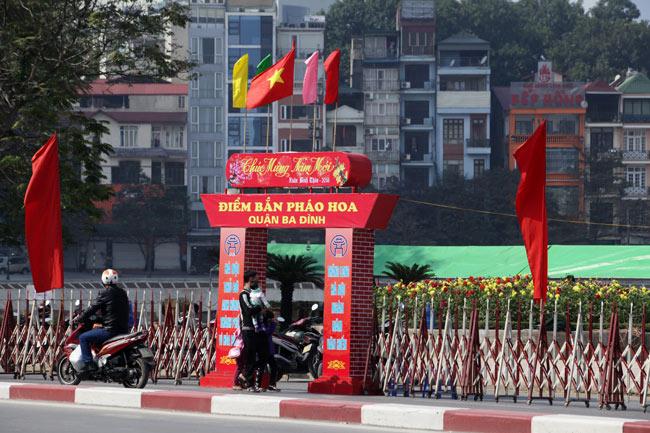 HN: Trận địa pháo hoa được bảo vệ nghiêm ngặt trước giờ G - hình ảnh 13