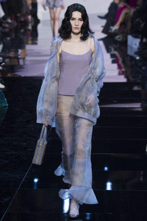 Armani biến váy ngủ thành thời trang cao cấp - hình ảnh 2